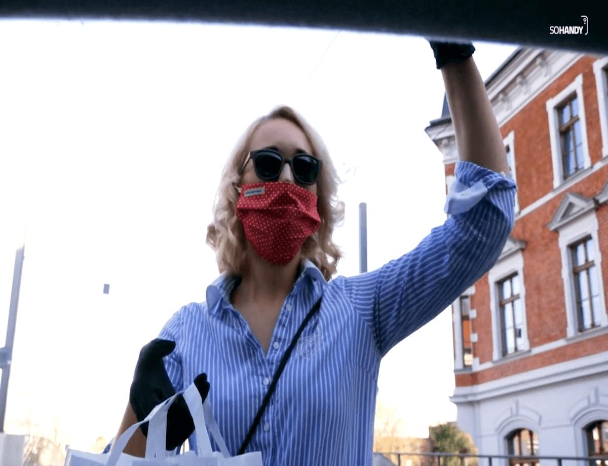 Standbild aus Video Corona Krise trotzen Lieferung im Auto